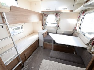 2018-swift-aventura-m6td-bedroom