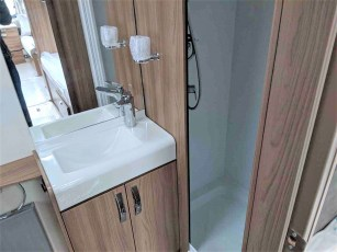 2019-swift-challenger-565-for-sale-at-torksey-sheffield-caravans-(13)