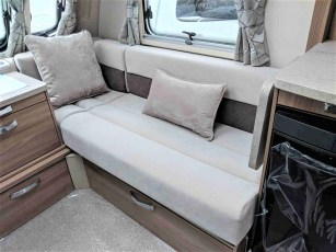 2019-swift-challenger-565-for-sale-at-torksey-sheffield-caravans-(4)