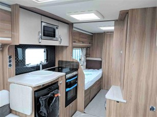 2019-swift-challenger-565-for-sale-at-torksey-sheffield-caravans-(6)