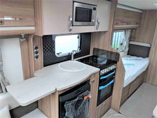 2019-swift-challenger-565-for-sale-at-torksey-sheffield-caravans-(8)