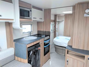 swift-aventura-m4sb-for-sale-at-torksey-sheffiled-caravan-(7)