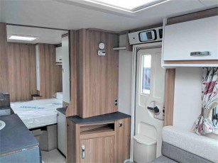 swift-aventura-m4sb-for-sale-at-torksey-sheffiled-caravan-(8)