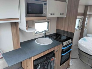 swift-aventura-m4sb-for-sale-at-torksey-sheffiled-caravan-(9)