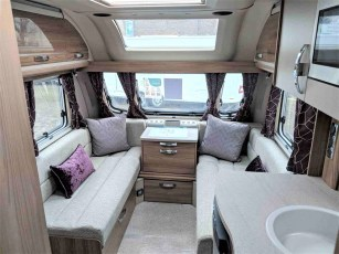 2019-swift-challenger-560-for-sale-at-torksey-sheffield-caravans-(3)7