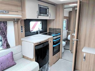 2019-swift-challenger-560-for-sale-at-torksey-sheffield-caravans-(6)1