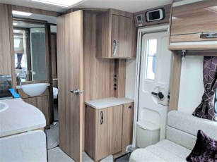 2019-swift-challenger-560-for-sale-at-torksey-sheffield-caravans-(7)1