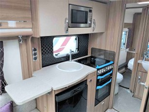 2019-swift-challenger-560-for-sale-at-torksey-sheffield-caravans-(8)8
