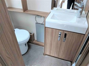 2019-swift-challenger-565-for-sale-at-torksey-sheffield-caravans-(11)9
