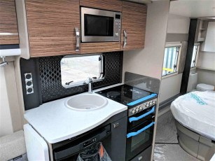 2019-swift-eccles-580-for-sale-at-torksey-caravans-(8)
