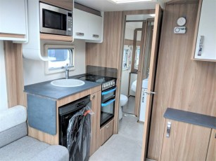 for-sale-aventura-m4eb-2019-torksey-and-sheffield-caravans-(5)