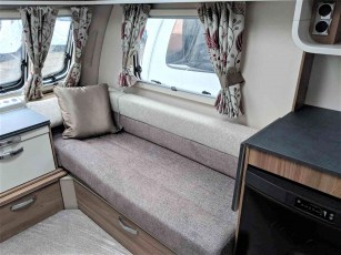 swift-aventura-a2-for-sale-at-torksey-sheffiled-caravan-(4)