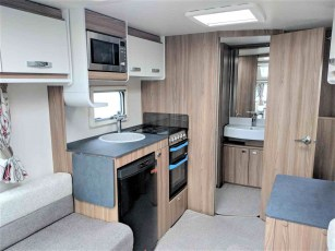 swift-aventura-a2-for-sale-at-torksey-sheffiled-caravan-(6)