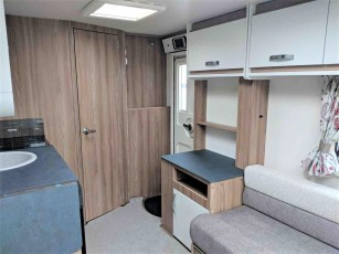 swift-aventura-a2-for-sale-at-torksey-sheffiled-caravan-(7)