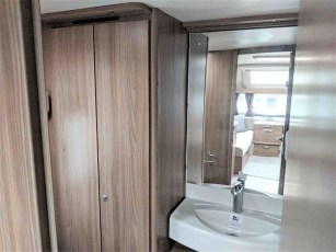 swift-challenger-480-for-sale-at-torksey-sheffiled-caravan-(11)