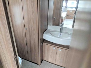swift-challenger-480-for-sale-at-torksey-sheffiled-caravan-(12)
