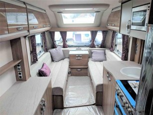 swift-challenger-480-for-sale-at-torksey-sheffiled-caravan-(15)8