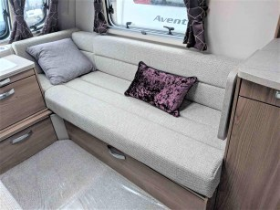 swift-challenger-480-for-sale-at-torksey-sheffiled-caravan-(4)
