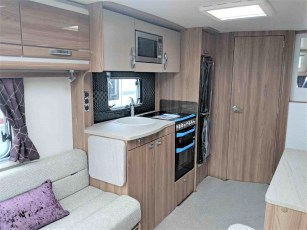 swift-challenger-480-for-sale-at-torksey-sheffiled-caravan-(6)8