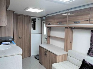 swift-challenger-480-for-sale-at-torksey-sheffiled-caravan-(7)5