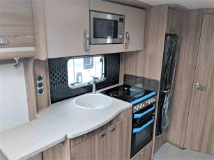 swift-challenger-480-for-sale-at-torksey-sheffiled-caravan-(9)7