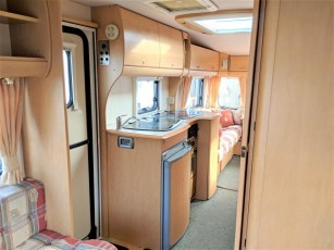 used-caravan-for-sale-2006-bailey-pageant-auvergne--torksey-caravans-(5)