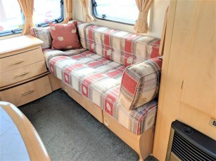 used-caravan-for-sale-2006-bailey-pageant-auvergne--torksey-caravans-(6)